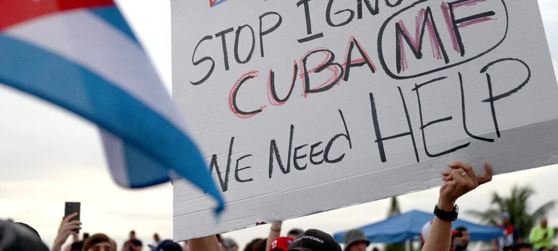 """El movimiento recordó que """"desde 1962 Estados Unidos ha impuesto dolor y sufrimiento al pueblo cubano"""", al cortar el acceso a suministros, alimentos y medicinas, """"lo que le ha costado a la pequeña nación un estimado de 130 000 000 de dólares""""."""