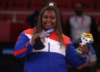 Por cuartos juegos consecutivos subió al podio en los más de 78 kilogramos del judo olímpico. No pudo vencer en el combate final, un desafío ante una mujer que la había vencido en tres ocasiones previas y que ahora le impuso un muro difícil de quebrar.