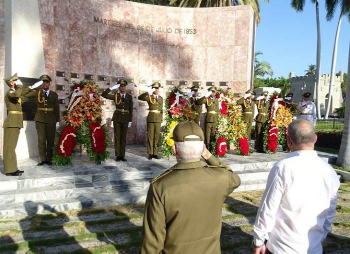 Una representación del pueblo santiaguero, con la presencia del Comandante de la Revolución Ramiro Valdés Menéndez, le rindió tributo de recordación a la Generación del Centenario, y al líder de la Revolución Cubana, Fidel Castro Ruz.