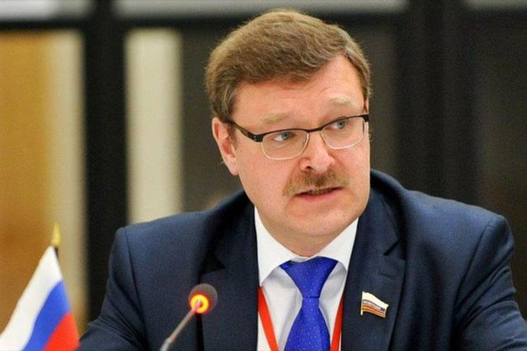 El presidente del Consejo de la Federación de Rusia, Konstantin Kosachev, destacó este viernes el llamado reiterado de su país a evitar las interferencias y presiones externas en los problemas que enfrenta Cuba.