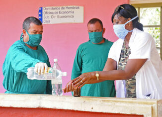 La isla acumula 413 251 diagnosticados con el virus desde el 11 de marzo de 2020 y 2 993 decesos. Asimismo, permanecen ingresadas 95 349 personas, de ellas, 45 212 sospechosas; 4 171 en vigilancia y 45 966 con el virus activo.