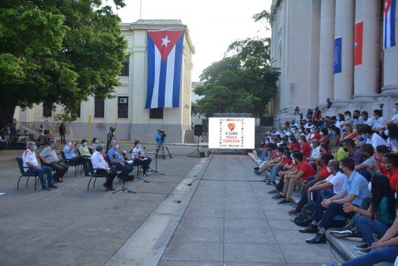 El Primer Secretario del Comité Central del Partido Comunista de Cuba y Presidente de la República, Miguel Díaz-Canel Bermúdez, sostiene encuentro con cerca de cien jóvenes de diferentes sectores en la histórica Universidad de La Habana.