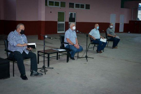 Desde el combinado deportivo Jesús Montané en este Consejo Popular de La Habana Vieja, el mandatario impulsa el fortalecimiento del trabajo social en los territorios informó la cuenta en Twitter de la Presidencia de la República.