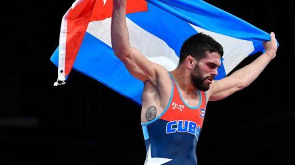 Minutos después de obtener la victoria Luis Orta conversó con el Presidente de la República, Miguel Díaz-Canel Bermúdez, quien le transmitió a nombre del pueblo cubano su admiración por la victoria.