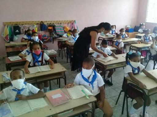 Darvelis Carracedo, directora general de Gestión y Relaciones Estratégicas del Mined, señaló que el cuidado de la salud de educandos y trabajadores, y el cumplimiento de las tareas asignadas serán acciones decisivas para retomar las clases.