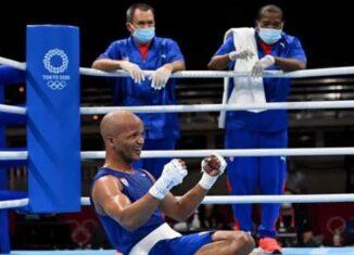 Cuando Roniel Iglesias terminó la pelea por la medalla de oro se arrodilló y acarició los aros olímpicos dibujados en el cuadrilátero. Es un gesto que simboliza toda una carrera marcada desde hoy por su segundo título en citas estivales.