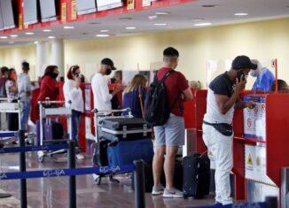 Se flexibilizarán los protocolos higiénico-sanitarios a la llegada de los viajeros, los cuales estarán centrados en la vigilancia de pacientes sintomáticos y la toma de temperatura.